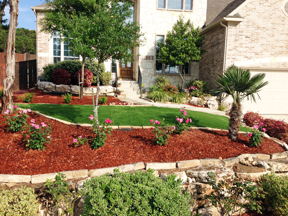 Front yard Landscaping ideas grass and mulch